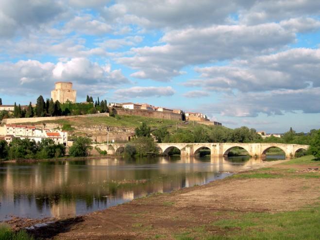 Puente sobre el río Águeda