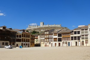 Vistas del castillo desde la plaza del viejo coso en PEñafiel