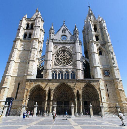 Las 12 espectaculares catedrales de castilla y le n for Oficina turismo castilla y leon