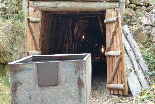 Entrada a una mina - Destino Castilla y León