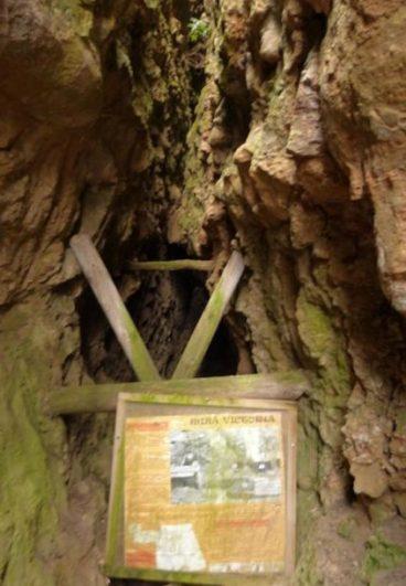 Entrada calusurada de una mina de manganeso - Destino Castilla y León
