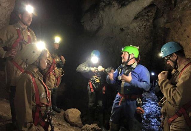 Espeleoturismo en la cueva de Fuentemolinos - Destino Castilla y León