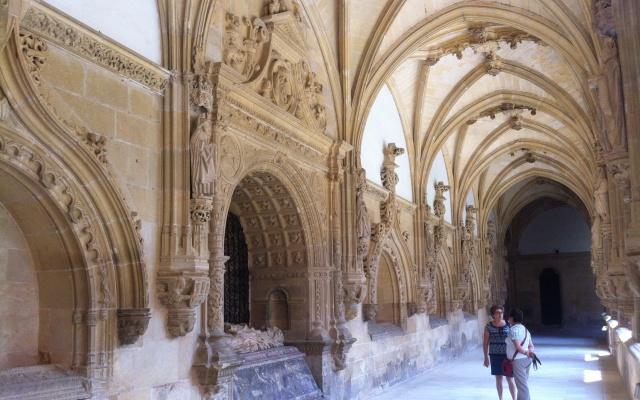 Claustro del Monasterio de Oña - Destino Castilla y León