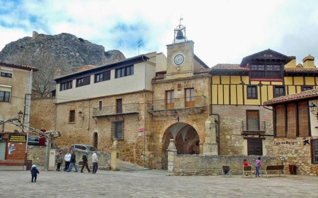 Puerta de Poza de la Sal - Destino Castilla y León