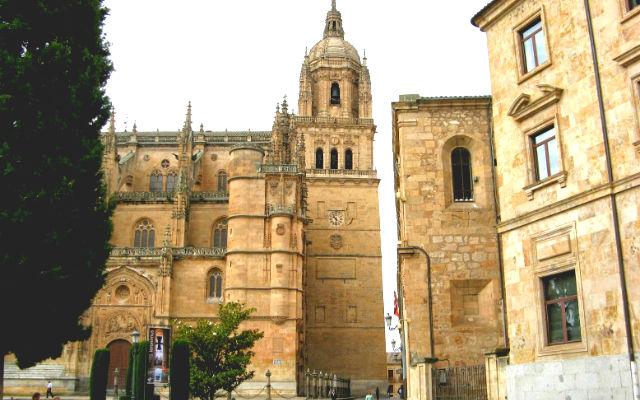 Esquina de la Catedral nueva de Salamanca - Destino Castilla y León