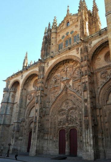 Fachada principal de la Catedral Nueva de Salamanca - Imagen de MegaConstruciones