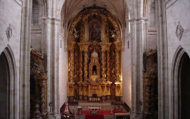 Interior de la nave del Convento de San Esteban - Imagen de Wikipedia