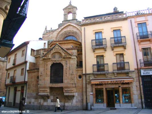 Ventana a la Plaza del Corrillo de la Iglesia de San Martín de Salamanca - Imagen de Elarcondepiedra