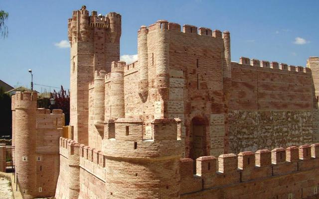 Modelo a escala del Castillo de la Mota en el que pueden entrar los niños - Destino Castilla y León