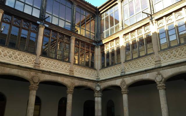 Patio del Palacio de los Conde de Requena - Destino Castilla y León