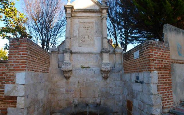 Fuente clásica de Olmedo, conocida como el Caño Viejo - Imagen de Valladolid y sus pueblos