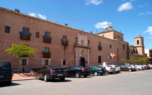 Actual ayuntamiento de Olmedo , en el Convento de Ntra. Señora de la Merced - Destino Castilla y León
