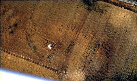 Fotografía aérea de 1996 que confirmaba la presencia de la Villa romana de los Casares - imagen de UCM