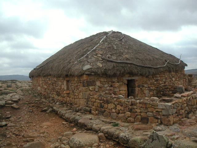 Casa vaccea en Numancia, reconstrucción - Destino Castilla y León