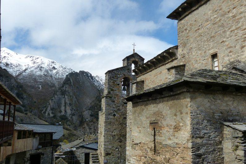 Fachada de la Iglesia de Peñalba de Santiago