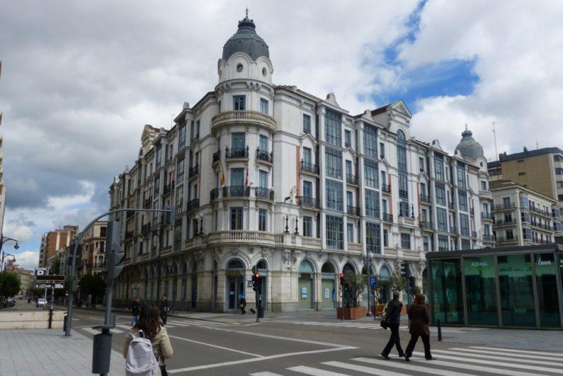 Edificio Casa Mantilla, un típico edificio del Paseo Recoletos - Destino Castilla y León