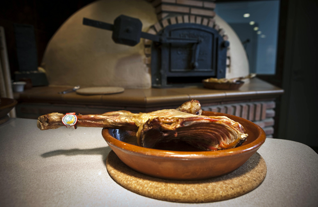 Lechazo asado, uno de los iconos de la gastronomía de Castilla y León