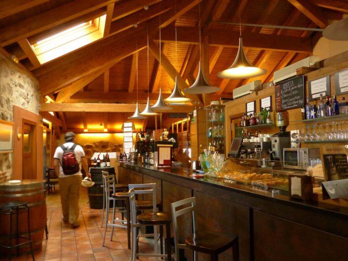 Interior del restaurante la bruja en Ávila