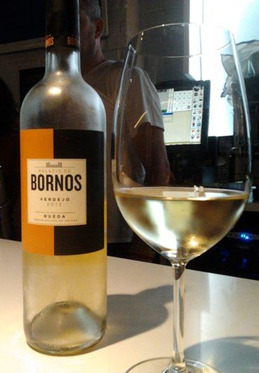 Catando una botella de Palacio de Bornos 100% verdejo del 2012