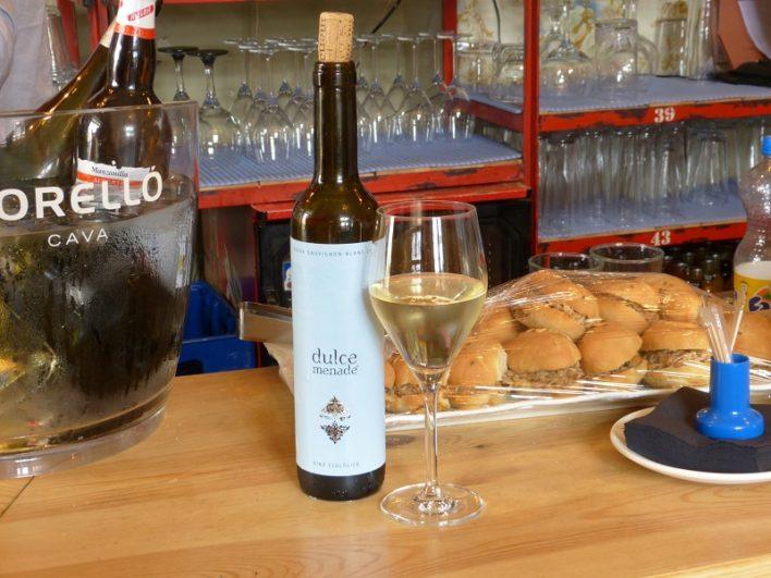 Copa de vino 'Dulce Menade' con su botella
