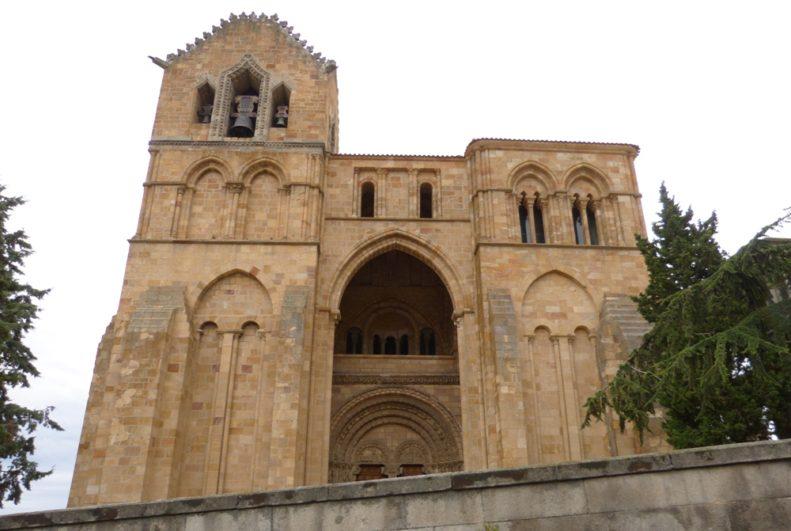 Visita Guiada por Ávila Fachada de la Basílica San Vicente