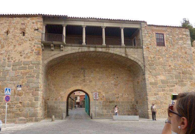 Fachada sur de la muralla de Ávila
