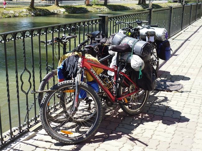 Turismo en Aguilar de CampooPeregrinos en bici