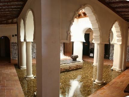 Réplica del patio árabe en el Balneario de Olmedo
