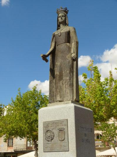 Escultura de la Reina Isabel en Medina del Campo