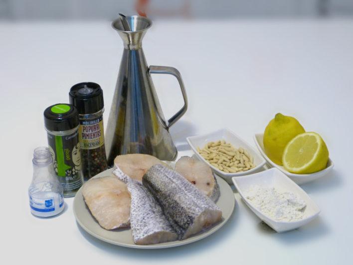Ingredientes de la receta de merluza en salsa de piñones