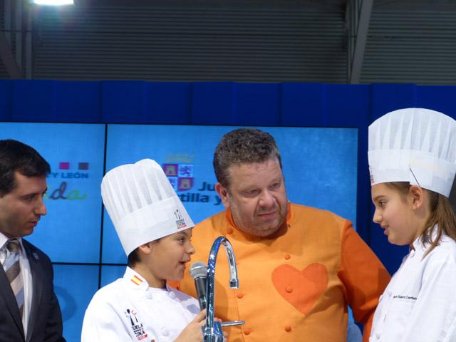 Chef Chicote en el stand de Castilla y León en Intur