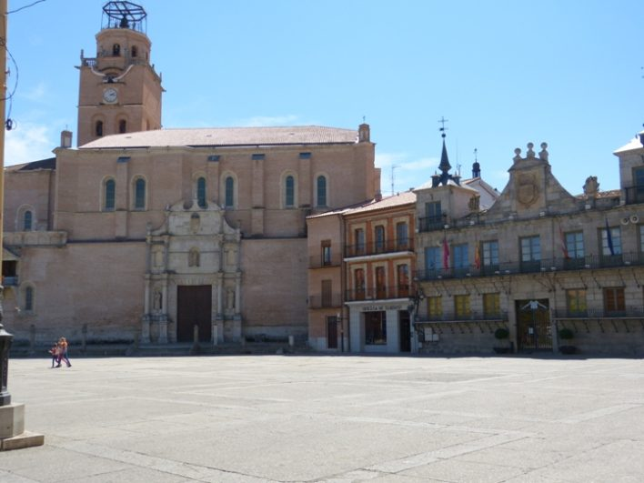 Plaza mayor de la Hispanidad - Destino Castilla y León