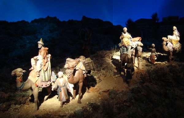 El belenista José María Villa expone esta Navidad en Segovia su obra inspirada en la Castilla rural de los 50