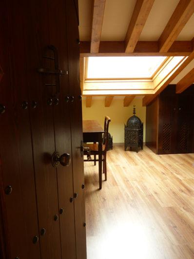 habitación con lámparas tunecinas Palacio Yasmin Covarrubias