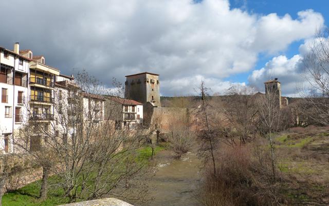 Pueblos de España que merecen ser visitados - Página 4 Covarrubias-Burgos