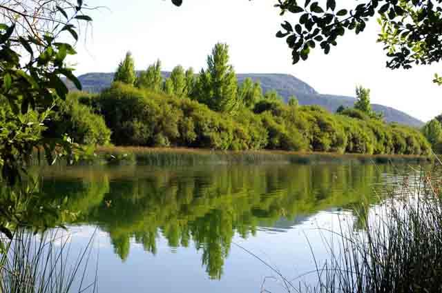 rincones más románticos de Castilla y León Lago Carucedo en León