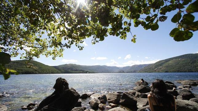 rincones más románticos de Castilla y León Lago de Sanabrio