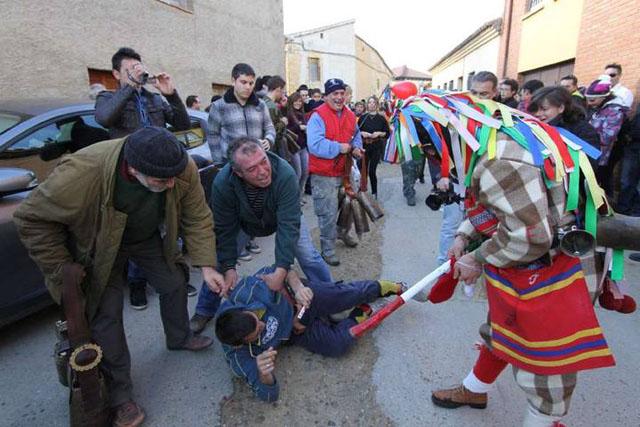 Zangarrón de Sanzoles, Zamora Fuente: multimedia.laopiniondezamora.es