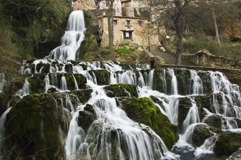 Cascada Orbaneja Del Castillo Burgos Fuente: www.fotocommunity.es