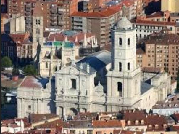 La Catedral de Valladolid, detrás la Antigua