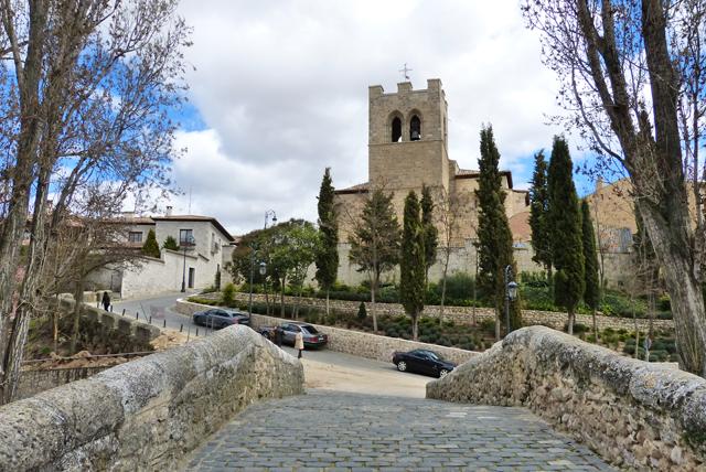 Puente e Iglesia de San Juan Evangelista de Aranda de Duero