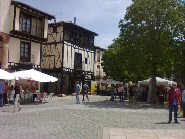 Vuelve vinos con historia a covarrubias burgos for Oficina turismo burgos