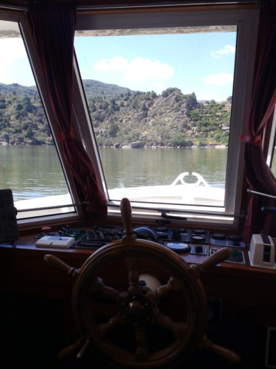 foto interior del barco