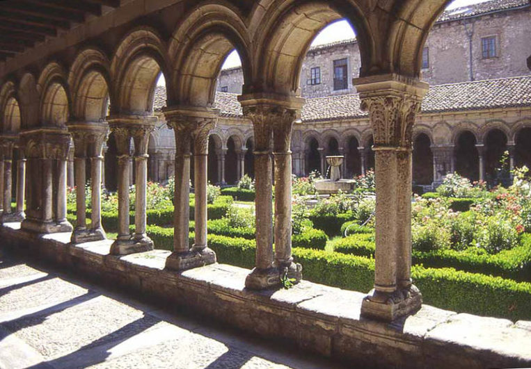 Monasterio_huelgas_claustro_antiguo