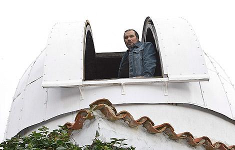 Joaquín Tapioles desde el observatorio de su casa