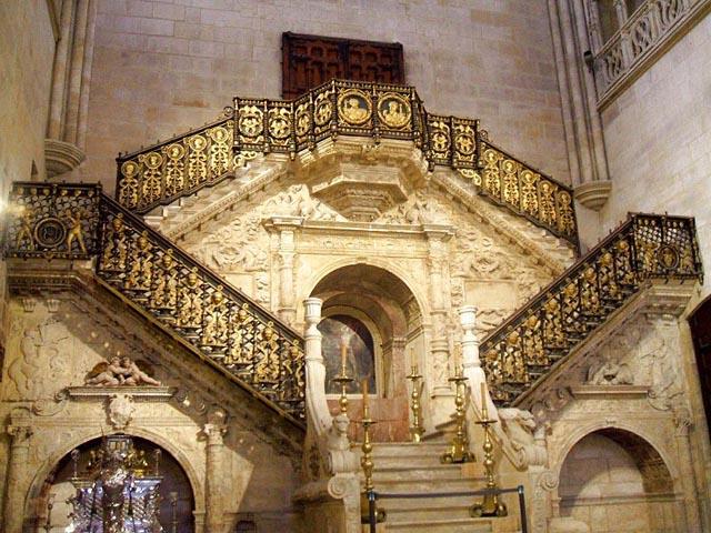 La Escalera Dorada de la Catedral de burgos