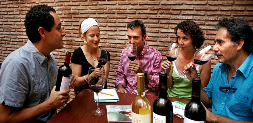 Cata de vino en el Día Europeo del Enoturismo