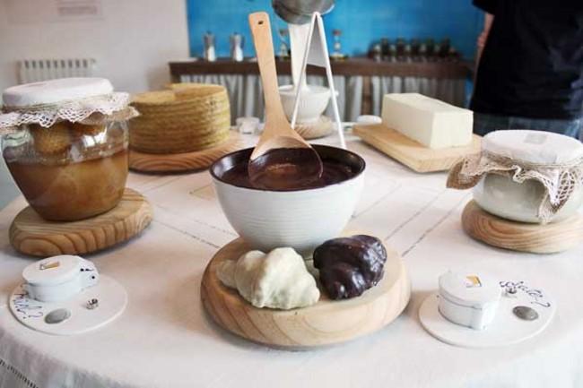 mesa-con-dulces-en-el-museo-de-los-aromas_guia