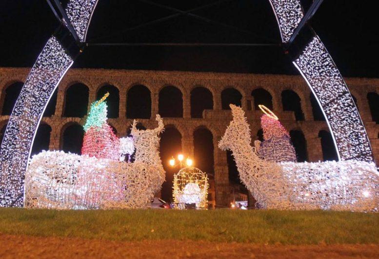 Iluminación navideña en Segovia Foto: www.lafuentecasarural.com