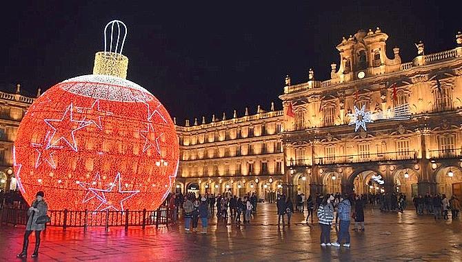 bola de Navidad Plaza de Salamanca Foto: Salamanca Rtv Al Día.